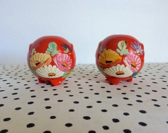 Vintage Ransburg Shakers, Orange Ransburg Salt and Pepper Shakers, Handpainted Flower Shakers, Ransburg Flower Shakers, Round Shakers 1940s