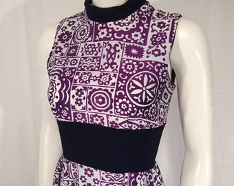 Vintage XS Extra Small Sleeveless Mod Floral Lounging Hostess High Slit Purple and White Nehru Collar Dress Early 70s Deadstock