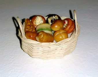 Amazing Dollhouse Bread and Pastry Basket 1/12 scale  15606