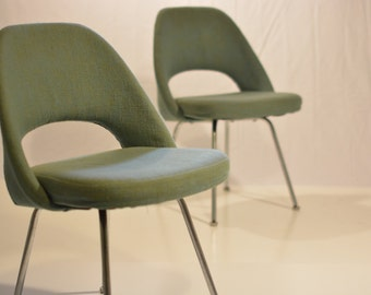 Knoll Saarinen Executive Chairs Pair