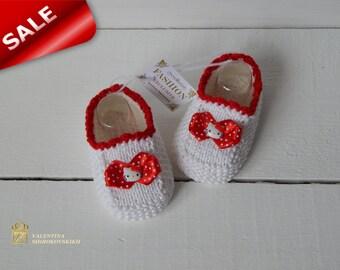 Hello kitty baby booties. Baby Booties.Crochet Baby booties newborn .Baby shoes.Photo Prop