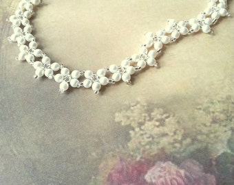 Vintage style pearl flower necklace, beaded white pearl flower wedding necklace, wreath necklace, bridal necklace, romantic wedding