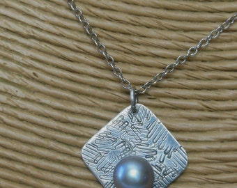 Sterling Silver Fresh Water Light Gray Pearl Textured Pendant