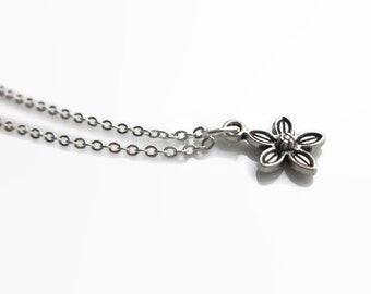 SALE Silver flower necklace, flower pendant, daisy necklace, flower necklace, girls gift idea