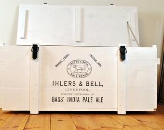 Weiße Truhe > Pale Ale < | alte Frachtkiste | vintage Sofatisch | retro Bar | Couchtisch | Holzkiste | Hausbar | shabby chic | Kiste | Druck