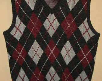 Retro Men's Sweater VEST Winter Carlo Rossi Charcoal Gray With Gray And Maroon Diamonds Size Large