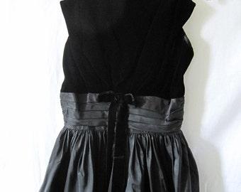 vintage black velvet and taffeta dress; vintage 50s dress; little black dress; vintage party dress; fancy black dress; xs vintage dress