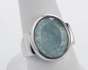 Vintage artisan sterling silver and star cut natural moss aquamarine oval ring. Size 6 1/2. (rgvs174)