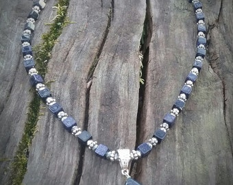 Onyx pendant with square onyx beads SIZE: 19 inches