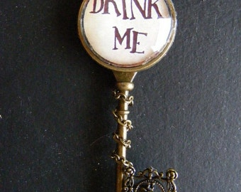 "Necklace key fantasy ""Drink me"""