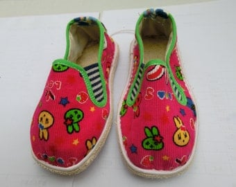 Handmade Chinese Cloth Shoes for Children, Soft Cloth Sole slide on style, different colors available