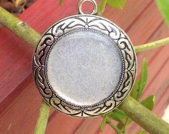Glittery transparent cabochon pendant / silver pendant / round cabochon glitter/pendant ethnic /Fait hand