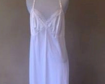 Gilligan & O'Malley White Nylon Full Slip w/ Lace