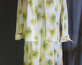 Day Dress 1970s Floral Yellow Print Dress Set with Matching Butterfly Wide Collar and Cuff Jacket Size Large Size 10-12 Everyday Wear