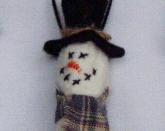 Snowman Ornament or Gift Tag Primitive Ornie