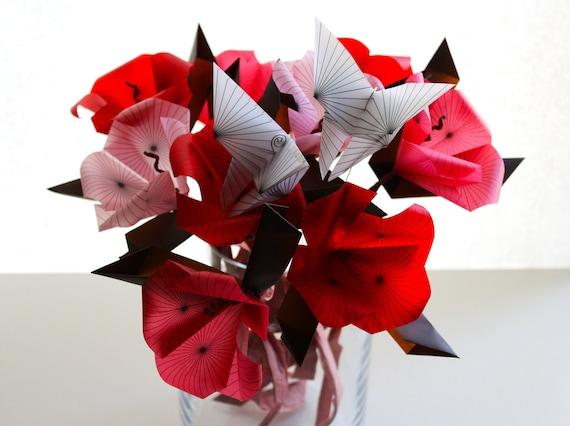 Geometric Flutter Bouquet - Elegant Origami Flowers with Butterflies -  Full Bouquet - Paper Flowers - Home Decor - Decoration - Sculpture