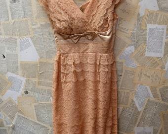1950s Nude/Peach Lace Scallop Dress