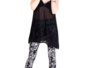 Black Skull Catacomb Printed Leggings - One Size