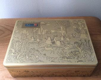 Vintage Bahlsen Gold Hunting Scene Container