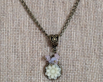 Flower pendant brass necklace - White flower with mauve and pink faceted glass beads