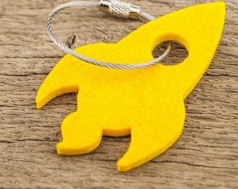 felt key chain rocket, yellow, steel rope with screw cap