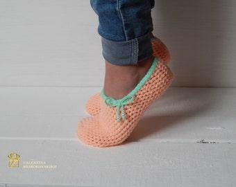 Peach Crochet Slippers. WOMAN SLIPPERS SOCKS /Crochet Slippers. Knitted slippers. Women shoes. Home shoes
