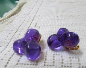 Vintage  purple  Lucite  clip on earrings