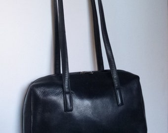 "Black Leather Purse ~ soft Leather ~ Shoulder Straps ~ Danier Design ~ 9"" x 11"" ~ 23 x 28cm ~ Zipper on 3 Sides"