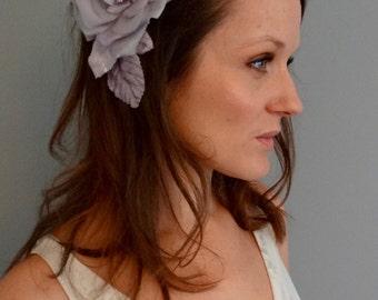 Lilac grey silk flower, floral hair comb, silver grey silk flower hair accessory, floral fascinator, velvet leaves