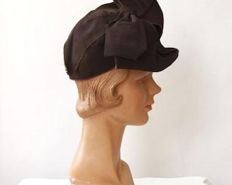 vintage 1940s hat <> 1940s brown felt hat <> 40s tilt hat with large bow on top