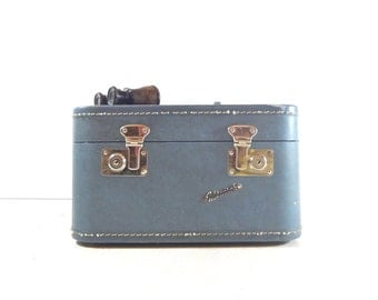 Vintage Mid Century Blue Train Case / Vintage Luggage