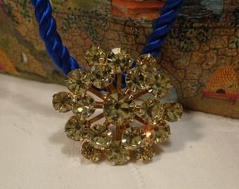 Sparkling brooch (108)