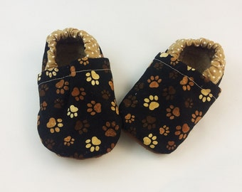 Ecofriendly baby booties with dog footprints size 6-12 months vegan baby shoes Sherpa booties soft sole booties non slip sole baby slippers