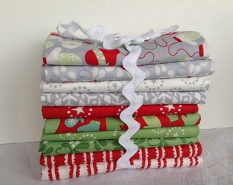 Mittens, mistletoe and snowflakes, lovely Christmas fabrics in ten fat Quarters.