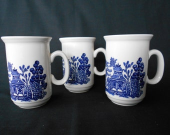Churchill Blue Willow Coffee Cups / Mugs Made in Staffordshire Set of  #10153