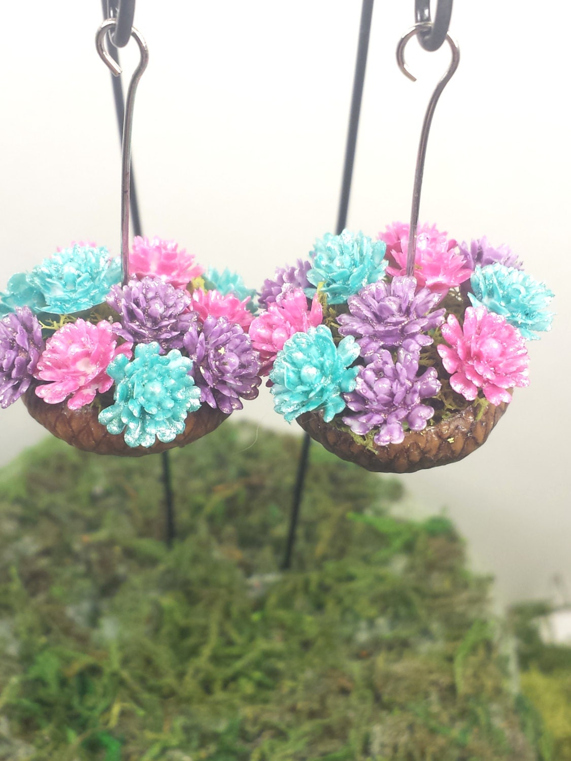Miniature hanging flower baskets fairy garden for Garden accessories canada