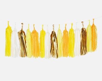 Guirlande tassel jaune  - Couleur : blanc, jaune pale, safran, bouton d'or et mylar or - Décoration Anniversaire