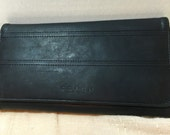 Vintage Authentic Coach New York Leather Black Trifold Wallet YKK Zipper in Excellent Pre Loved Condition