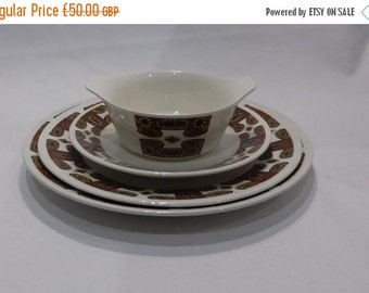 """30% off sale Meakin """"Maori"""" 6 place setting dinner service – original from the 1960's"""