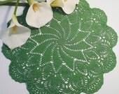 Centrino verde all'uncinetto - Green doily crocheted - Doily -  Centrino realizzato a uncinetto -Fatto a mano in Italia