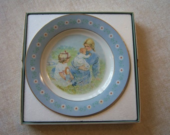 Avon Tenderness collector plate/Produced in Spain/1974 Avon collector plate/Mother with children/Nursery decor/Gift for mother