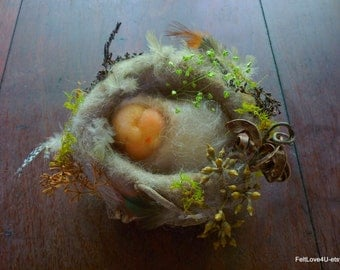 Baby Asleep in Bird's Nest©. Size: 10cm.across.