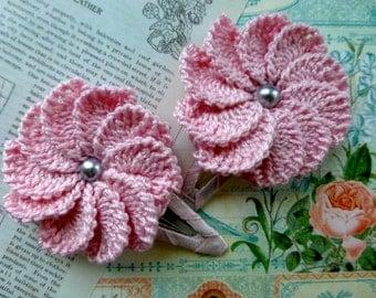 Pair of 10-petal crochet flower clips (Light pink)