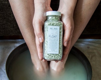 Detox bath salts with minty fresh scent: French Green clay, Dead Sea Salt, peppermint and cypress essential oils
