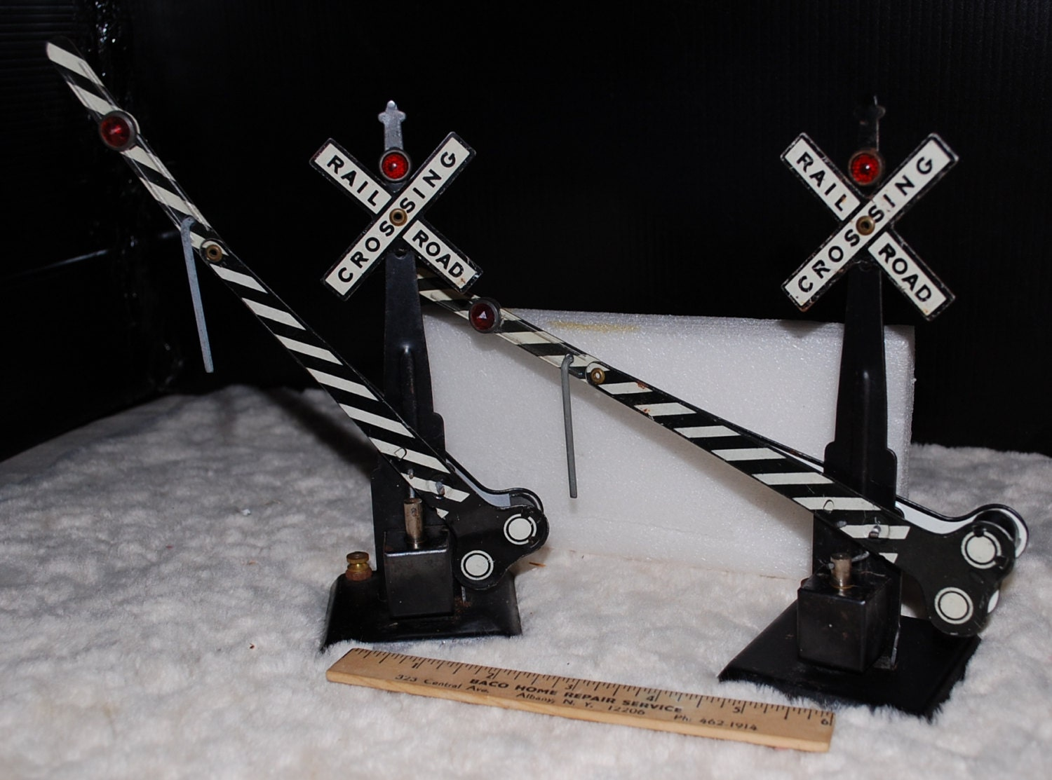 Pair Of Tin Marx 1951 Model Railroad Rairoad Crossing Gates