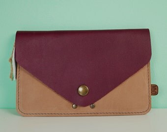 Purse and card holder with zipper pocket, 16 x 10 cm (6,3 x 4 inch), in bordeaux and cappuchino color leather.