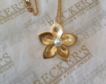 """Vintage 14k yellow gold Textured 5 Petaled Flower Pendant with a Center 6mm White Akoya Cultured Pearl, 18"""""""