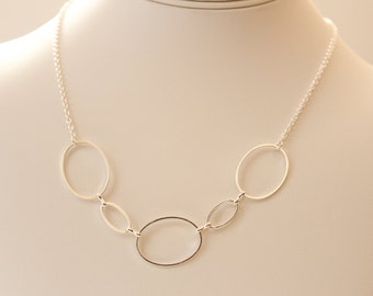 Connected circle necklace, multi circle silver necklace, hoop necklace, silver hoop necklace, modern everyday necklace, eternity necklace