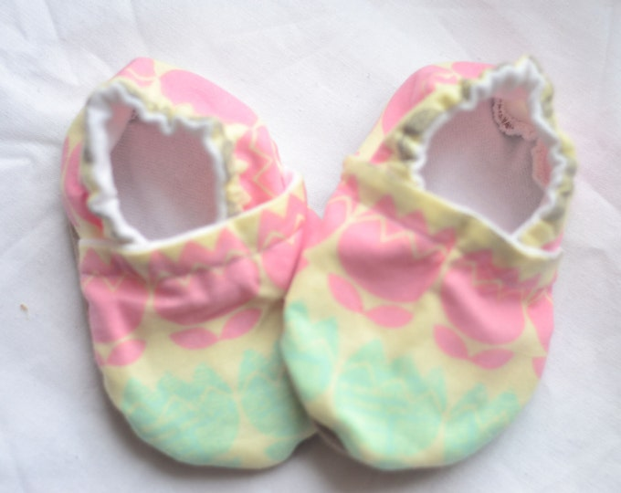 Mint baby shoes Pink baby shoes Mint Pink shoes Soft booties Rose Quartz shoes Mint toddler shoes Pink Baby crib shoes Mint newborn shoes