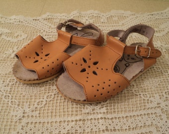 Vintage Leather Baby Shoes. Sandals Made in the USSR Soviet era. 15.5